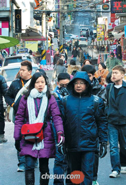 Chinese visitors walk near Ewha Womans University.