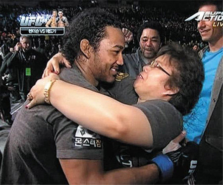 Benson Henderson hugs his mother after winning the Ultimate Fighting Championship lightweight title at the Super Arena in Saitama, Japan, on Sunday. /Super Action TV