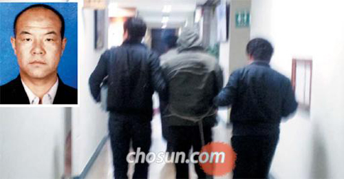 The suspect in a recent rape-murder in Suwon is taken to a detention cell questioning at a police station in the city on Saturday.