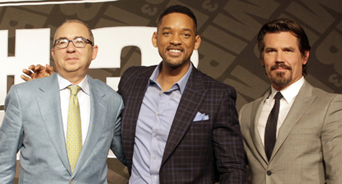 Director Barry Sonnenfeld and actors Will Smith and Josh Brolin (from left) pose at a press conference in Seoul on Monday. /AP-Newsis