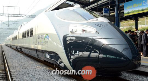 The HEMU 430X, the worlds fourth fastest high-speed train, stops at a station in Changwon, South Gyeongsang Province on Thursday.