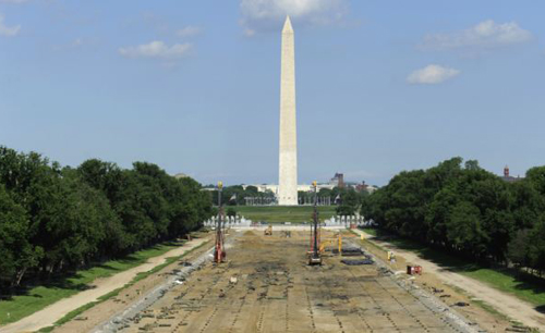 Tourists walk past work underway to reconstruct the Lincoln Memorial Reflecting Pool on the National Mall in Washington on May 11, 2011. /Reuters