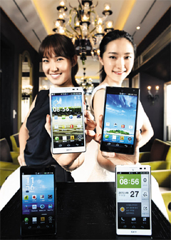 Models show Pantechs new Vega S5 LTE smartphone at a launch in Seoul on Monday. /Yonhap