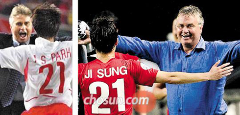 Park Ji-sung runs to coach Guus Hiddink after scoring a goal during the 2002 World Cup (left) and during the K-League All-Star Game on Thursday.