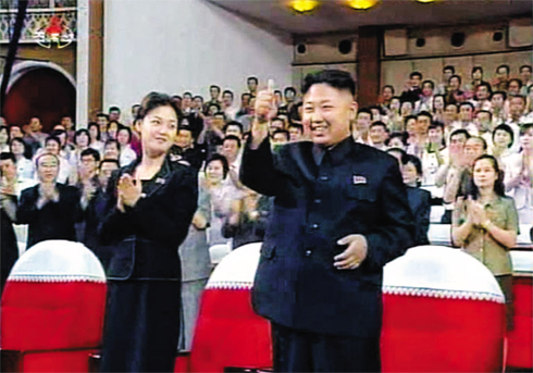 North Korean leader Kim Jong-un gives the Monranbong troupe the thumbs up in Pyongyang last Friday. /[North] Korean Central TV