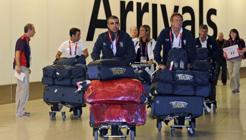 Members of the Italian Olympic squad arrive at Heathrow airport, London, England on July 16, 2012. /Reuters