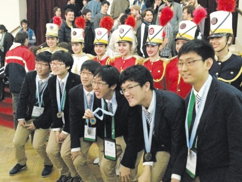 Korean students pose after winning gold medals at the International Mathematical Olympiad on Monday. /Courtesy of the Ministry of Education, Science and Technology