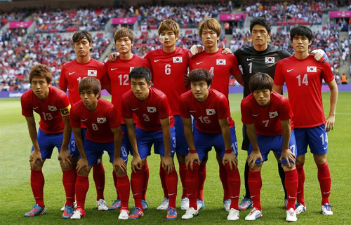 Korean footballers stand together before their mens football first round, Group B match against Gabon at Wembley Stadium during the London 2012 Olympic Games on early Thursday.