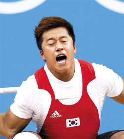 Sa Jae-hyouk injures his arm on the mens 77-kg weightlifting competition at the ExCeL Arena during the London 2012 Olympic Games on Thursday.