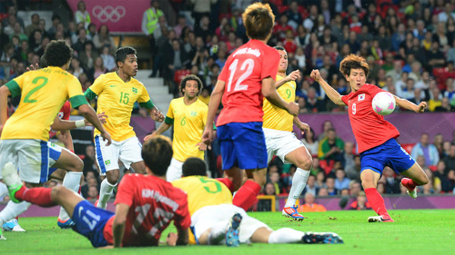 Players compete during the mens football semifinal match between Brazil and Korea at the London Olympic Games in Manchester early Wednesday.