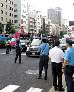 Japanese rightwing groups protest in front of the Korean Embassy in Tokyo on Wednesday. /Yonhap