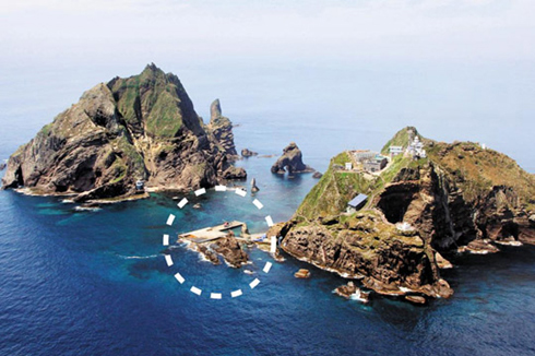The Dokdo islets and their only port (in a dotted circle)