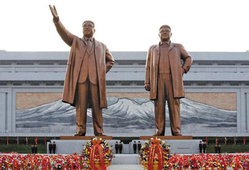 Statues of Kim Il-sung (left) and Kim Jong-il /[North] Korean Central News Agency