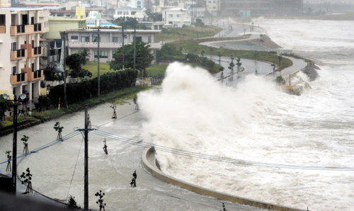 High waves pound seawall in Yonabarucho, Okinawa Prefecture, southern Japan on Sunday. /AP-Yonhap