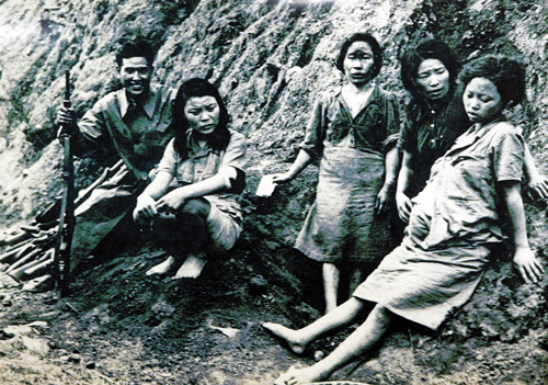 A picture of comfort women taken sometime in September 1944 (file photo)