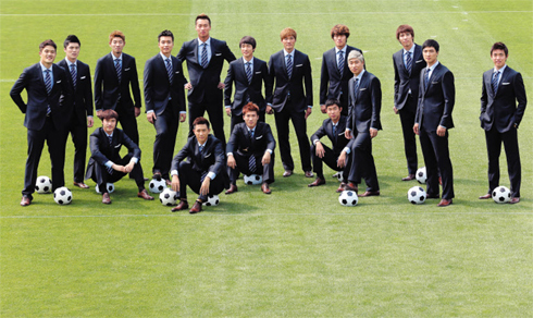 Koreas national football team poses in suits sponsored by Cheil Industries at the National Football Center in Paju on Monday. /Yonhap