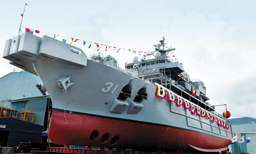 Koreas first naval rescue and salvage ship, the Tongyeong, in Geoje, South Gyeongsang Province on Tuesday /Yonhap