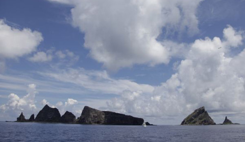 A group of disputed islands known as Senkaku in Japan and Diaoyu in China is seen from the city government of Tokyos survey vessel in the East China Sea on Sept. 2, 2012. /Reuters