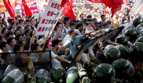 Chinese demonstrators clash with policemen during an anti-Japan protest outside the Japanese Embassy in Beijing, China on Sept. 15, 2012. /AP