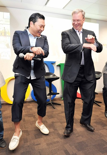 Google executive chairman Eric Schmidt (right) learns the horse dance from Psy at Google Korea headquarters in Yeoksam-dong on Thursday. /Courtesy of Google Korea