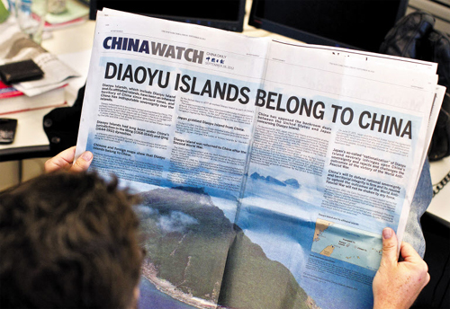 A double page advertisement regarding the territorial dispute between China and Japan over the uninhabited group of islands in the East China Sea -- known as the Senkaku in Japan and Diaoyu in China, is seen in the New York Times in this photo illustration on Sept. 28, 2012. /Reuters-Newsis