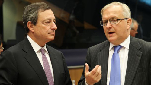 President of the European Central Bank Mario Draghi (left) listens to European Commissioner for Economic and Monetary Affairs Olli Rehn, during the Eurogroup meeting, in Luxembourg on Oct. 8, 2012. /AP