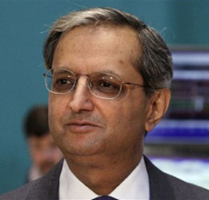 Citigroup CEO Vikram Pandit prepares for a TV interview after he rang the opening bell on the floor of the New York Stock Exchange on June 18, 2012. /AP