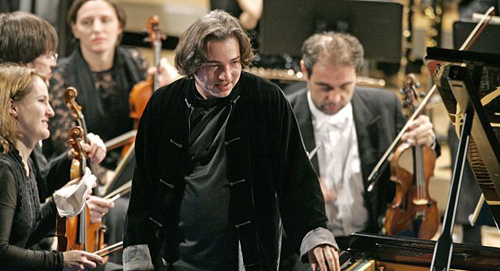 Turkish pianist Fazil Say (center) plays during a performance at the World Economic Forum in Davos, Switzerland on Jan. 31, 2009. /AP