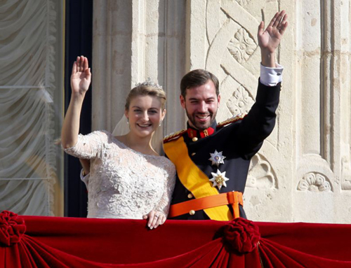 Luxembourgs Prince Guillaume and Countess Stephanie wave from the balcony of the Royal Palace after their wedding in Luxembourg on Oct. 20, 2012. /AP