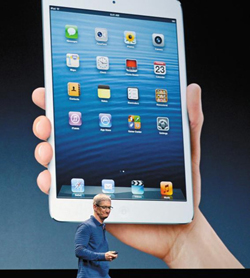 Apple CEO Tim Cook at the launch of the iPad Mini at the California Theatre in San Jose on Tuesday /AFP-Yonhap