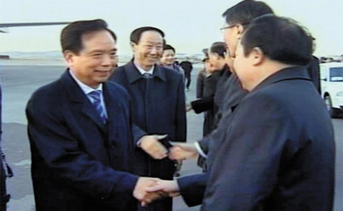 A delegation from Chinas Communist Party including National Peoples Congress Vice Chairman Li Jianguo (left) shake hands with North Korean officials on arrival in Pyongyang on Thursday. /Yonhap