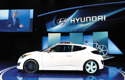 The Hyundai Veloster C3 Roll Top is unveiled during a press conference at the 2012 Los Angeles Auto Show in Los Angeles, California on Wednesday. /Reuters-Yonhap