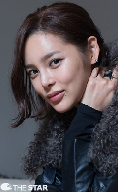 Park Si Yeon Excited To Work With Morgan Freeman On The
