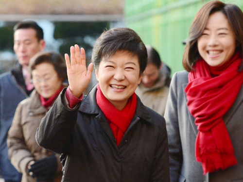 Park Geun-hye waves to supporters.