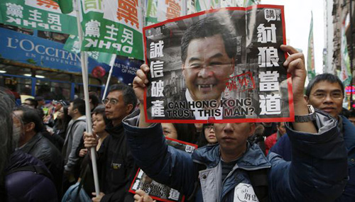 Protesters hold a picture of Hong Kongs Chief Executive Leung Chunying on New Years Day in Hong Kong. /AP 
