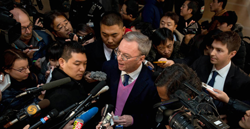 Google chairman Eric Schmidt (center) is surrounded by reporters on arrival at Beijing Capital International Airport after his visit to North Korea. /AFP-Yonhap
