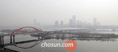 Seoul is blanketed by fog on Tuesday.
