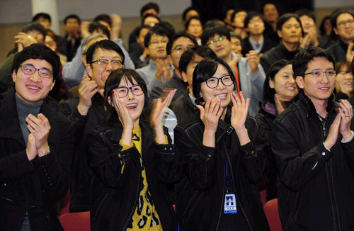 Researchers at the Korea Aerospace Research Institute in Daejeon react after the successful launch of the Naro on Wednesday.