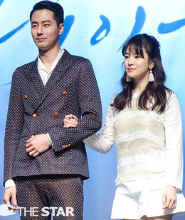 Zo In-sung (left) and Song Hye-kyo