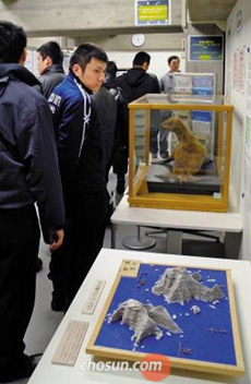 Viewers look at the exhibits to mark Japans territorial claim to Koreas Dokdo islets at Shimane Prefecture in Japan on Thursday.