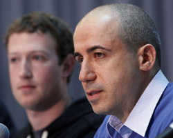 Russian entrepreneur and venture capitalist Yuri Milner (right) speaks while Facebook CEO Mark Zuckerberg looks on at the Life Sciences Breakthrough Prize announcement in San Francisco, California on Feb. 20, 2013. /Reuters