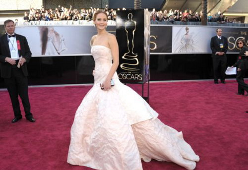 Actress Jennifer Lawrence arrives at the 85th Academy Awards at the Dolby Theatre in Los Angeles on Feb. 24, 2013. /AP