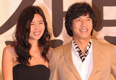 Park Sol-mi (left) and Han Jae-suk