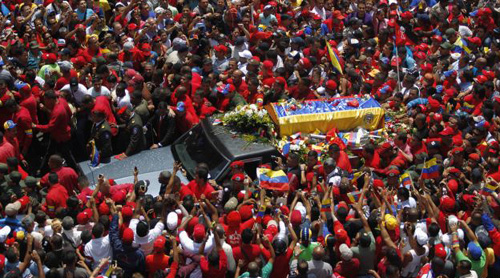 The coffin of Venezuelas late President Hugo Chavez is driven through the streets of Caracas after leaving the military hospital where he died of cancer in Caracas on March 6, 2013. /Reuters