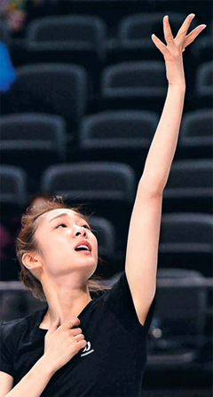 Kim Yu-na practices for the World Championships at Budweiser Gardens in London, Ontario on Tuesday. /Newsis