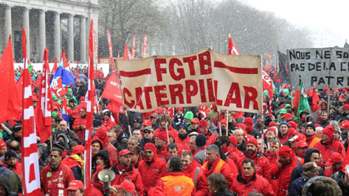 Workers and trade union representatives from all over Europe hold a demonstration against austerity near the European Commission and Council headquarters in Brussels on March 14, 2013. /Reuters