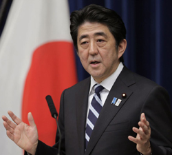 Japanese Prime Minister Shinzo Abe speaks during a news conference on Trans-Pacific Partnership or TPP at his official residence in Tokyo on March 15, 2013. /AP
