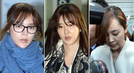 From Left, Park Si-yeon, Jang Mi-inae and Lee Seung-yeon enter the Seoul Central District Court on Monday. /Newsis