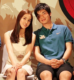 Han Hye-jin (left) and Ki Sung-yueng