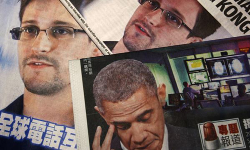 Photos of Edward Snowden, a contractor at the National Security Agency (NSA), and U.S. President Barack Obama are printed on the front pages of local English and Chinese newspapers in Hong Kong on June 11, 2013. /Reuters